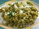 Рецепта Спанак с ориз, яйца, сирене, лук и кисело мляко на фурна